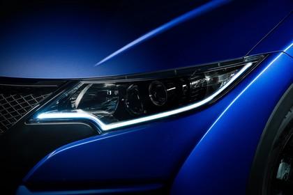 Honda Civic 9 Fünftürer Aussenansicht Front schräg statisch Studio Detail Scheinwerfer links blau
