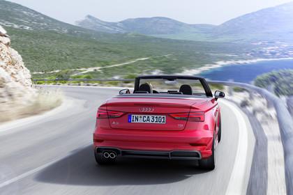 Audi A3 8V Cabrio Aussenansicht Heck dynamisch rot