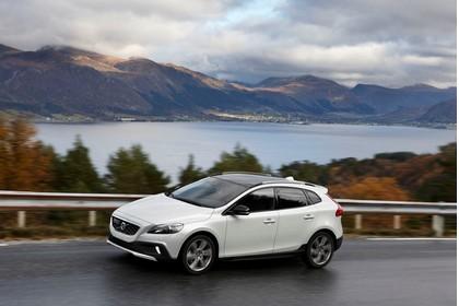 Volvo V40 M/525 Aussenansicht Seite schräg dynamisch weiß