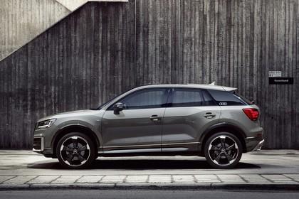 Audi Q2 Aussenansicht Seite statisch grau