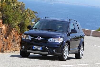 Fiat Freemont JC Aussenansicht Front schräg dynamisch dunkelblau