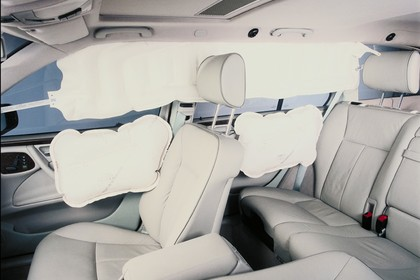 Mercedes Benz E-Klasse Limousine W210 Studio Innenansicht Detail Airbag statisch weiß