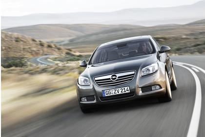 Opel Insignia A  Aussenansicht Front dynamisch grau