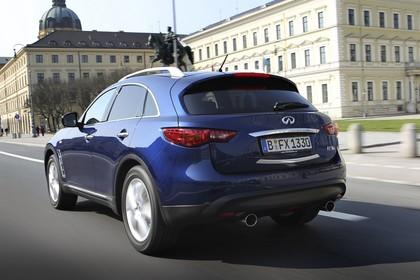Infiniti FX S51 Aussenansicht Heck schräg dynamisch dunkelblau