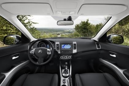 Citroën C-Crosser Innenansicht statisch Vordersitze und Armaturenbrett
