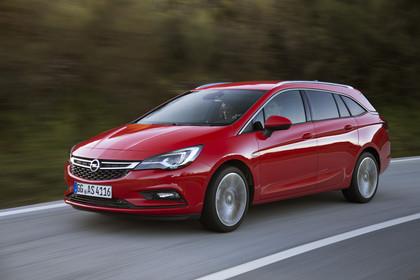 Opel Astra K Sports Tourer Aussenansicht Front schräg dynamisch rot