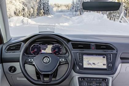 VW Golf Sportsvan Innenansicht Fahrerposition statisch  schwarz beige