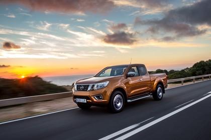 Nissan Navara King-Cab D231 Aussenansicht Front schräg dynamisch orange