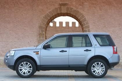 Land Rover Freelander 2 LF Aussenansicht Seite statisch silber