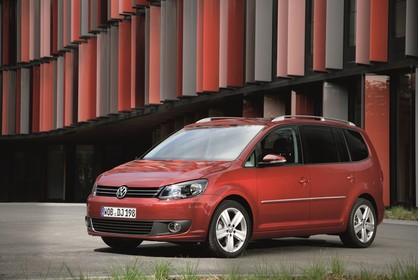 VW Touran 1T Facelift Aussenansicht Front schräg statisch rot