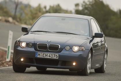 BMW 3er Compact E46 Aussenansicht Front schräg dynamisch blau