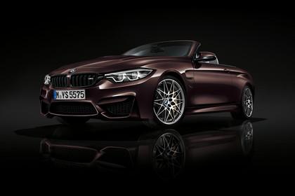 BMW M4 Cabrio F83 Aussenanasicht Front schräg Studio statisch bordeaux
