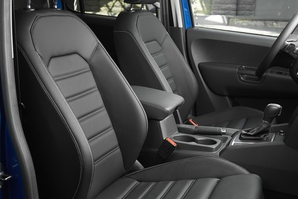 VW Amarok Innenansicht Einstieg Beifahrerseite statisch schwarz