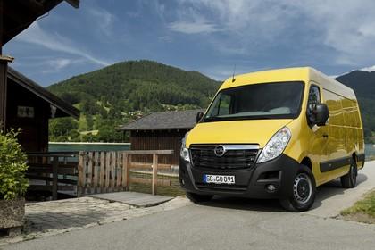 Opel Movano Kastenwagen Aussenansicht Front schräg statisch gelb