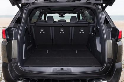 Peugeot 5008 SUV Aussenansicht Heck statisch grün Heckklappe geöffnet