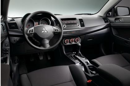 Mitsubishi Lancer CZ0 Innenansicht Fahrerposition statisch schwarz