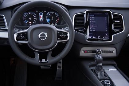 Volvo XC90 L Innenansicht statisch Studio Armaturenbrett fahrerseitig