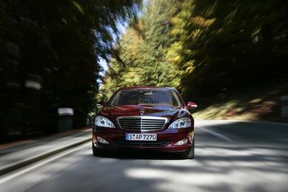 Mercedes-Benz S-Klasse W221 Aussenansicht Front dynamisch violett