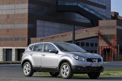 Nissan Qashqai Aussenansicht Seite schräg statisch silber
