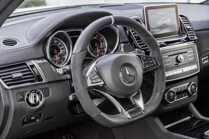 Mercedes-Benz GLE Coupe C292 Innenansicht Detail Cockpit statisch schwarz