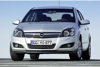 Opel Astra H Limousine Facelift AussenansichtFront statisch silber