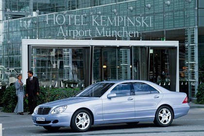 Mercedes S-Klasse W220 Aussenansicht Front schräg statisch silber