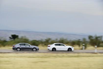 Lexus GS 300h L10 Aussenansicht Seite schräg dynamisch grau weiss