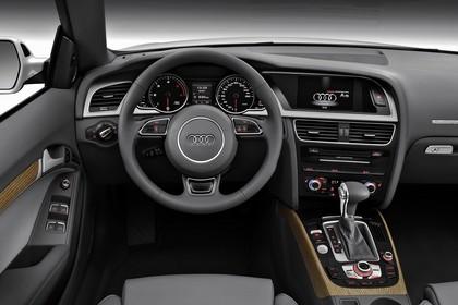 Audi A5 Cabrio Innenansicht Fahrerposition Studio statisch schwarz