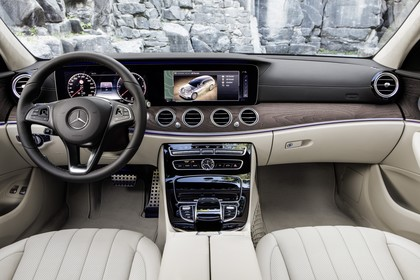 Mercedes W213 T-Model Innenansicht zentral statisch beige