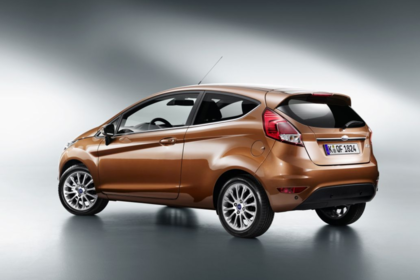 Ford Fiesta JA8 Dreitürer Ausenansicht Seite schräg Studio statisch bronze