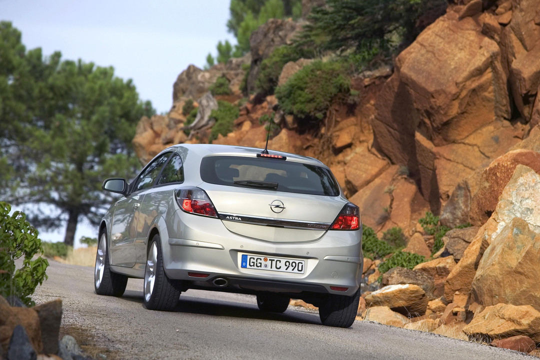 Opel Astra J Gtc Aussenansicht Heck Dynamisch Silber