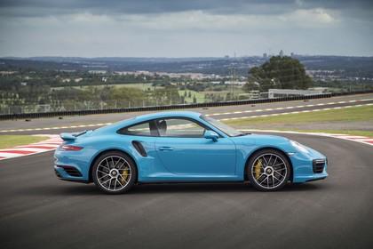 Porsche 911 Turbo S 991.2 Aussenansicht Seite statisch blau