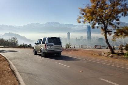 Land Rover Discovery 3/4 Aussenansicht Heck schräg dynamisch silber