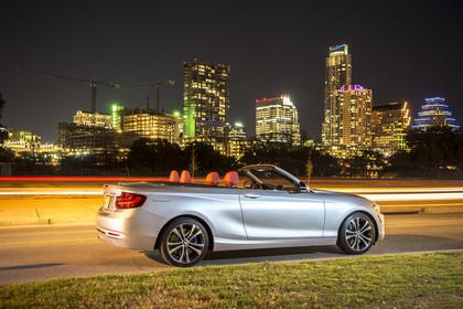 BMW 2er Cabrio F23 Aussenansicht Seite schräg statisch silber