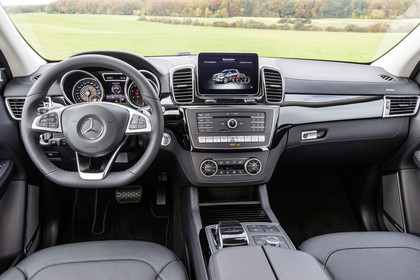 Mercedes-AMG GLE Innenansicht zentral statisch schwarz