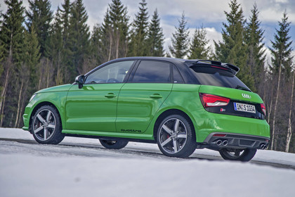 Audi S1 Sportback Aussenansicht Seite schräg statisch grün