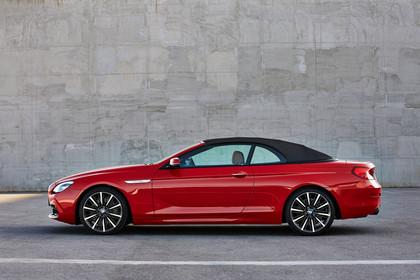 BMW 6er Cabrio F12 Aussenansicht Seite Dach geschlossen statisch rot