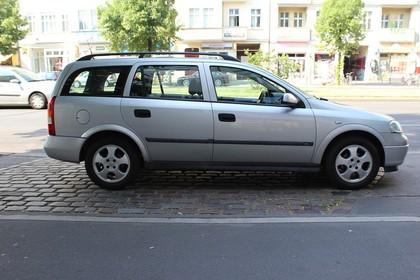 Opel Astra G Caravan Aussenansicht Seite statisch silber