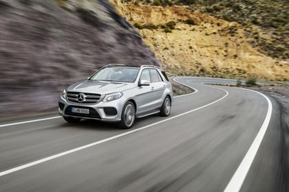 Mercedes-Benz GLE W166 Aussenansicht Front schräg dynamisch silber