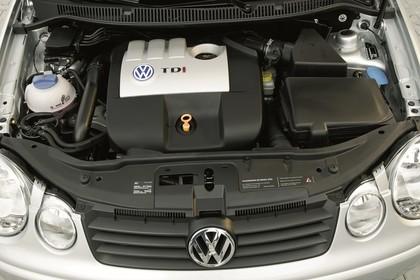 VW Polo 9N Viertürer Aussenansicht statisch Detail Motor