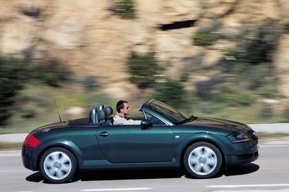Audi TT 8N Roadster Aussenansicht Seite dynamisch grün