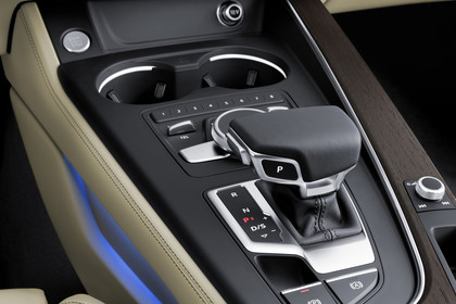 Audi A4 Limousine B9 Innenansicht Detail Mittelkonsole  statisch beige