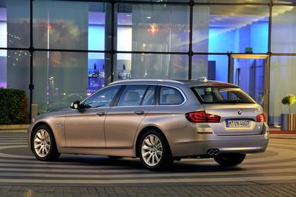BMW 5er Touring F11 Aussenansicht Heck schräg statisch champagner