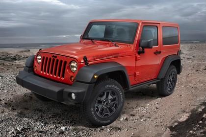 Jeep Wrangler JK Aussenansicht Front schräg statisch rot