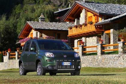 Fiat Panda 4x4 319 Aussenansicht Front schräg statisch grün