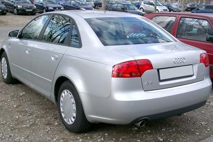 Audi A4 Limousine B7 Aussenansicht Heck schräg statisch silber