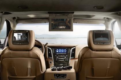Cadillac Escalade GMTK2XL Innenansicht statisch Vordersitze und Armaturenbrett