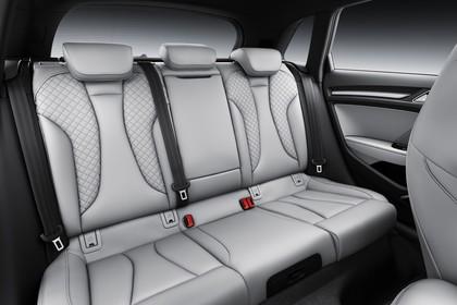 Audi A3 8V Sportback e-tron Innenansicht Rücksitzbank Studio statisch hellgrau