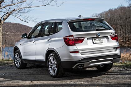 BMW X3 F25 Facelift Aussenansicht Heck schräg statisch silber