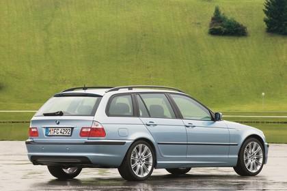 BMW 3er Touring E46 LCI Aussenansicht Heck schräg statisch blau